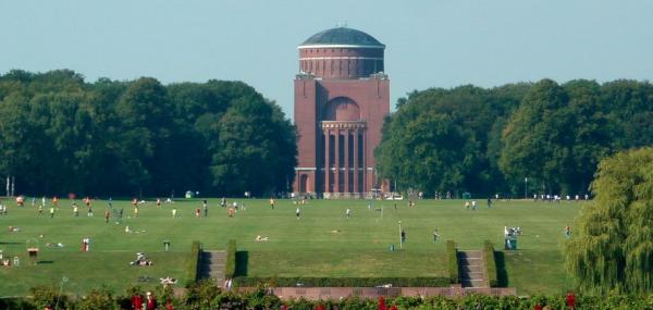 Hamburger Stadtpark mit Planetarium
